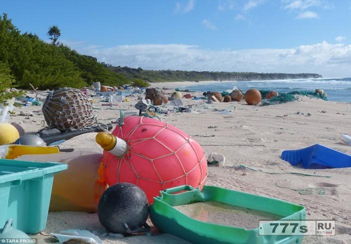 Пластиковый остров. Он в милях от цивилизации, но этот атолл завален мусором.