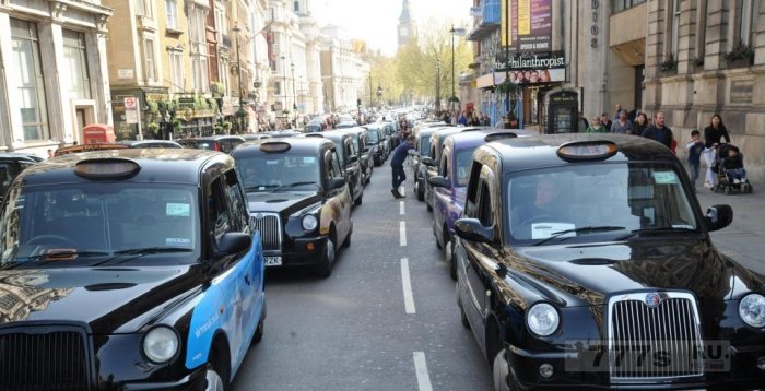 Британцы выразили предпочтение черным самоуправляемым кэбам, так как в этом случае такси будут ближе к реальности.