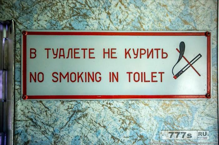 Мужчина заключен в тюрьму на девять лет и шесть месяцев за курение в туалете самолета.