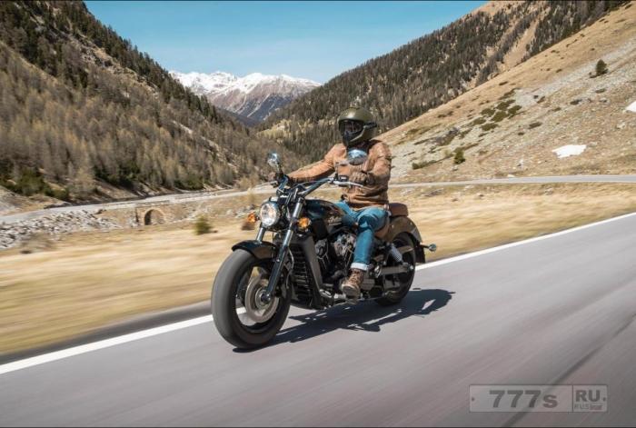 У мотоцикла Indian Scout настолько легкая и компактная рама, что даже невысокие мотоциклисты легко перебрасывают ногу.