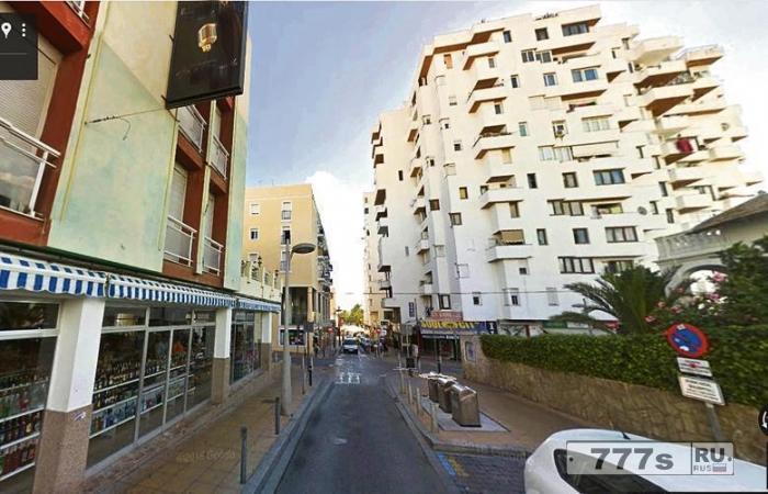 Девушка Канза Рехман пришла в себя и разговаривала, несмотря на падение с балкона квартиры на Ибице.