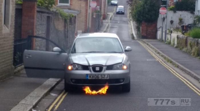 21-летний инженер был потрясен, когда его первый автомобиль загорелся через несколько часов после покупки.
