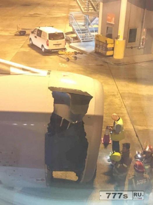Паника, двигатель самолета китайских авиалиний начал разваливаться.