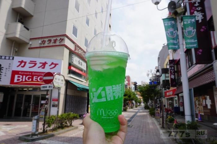 Инстаграм сходит с ума от этого неонового зеленого напитка в Макдональдс ... но что это?