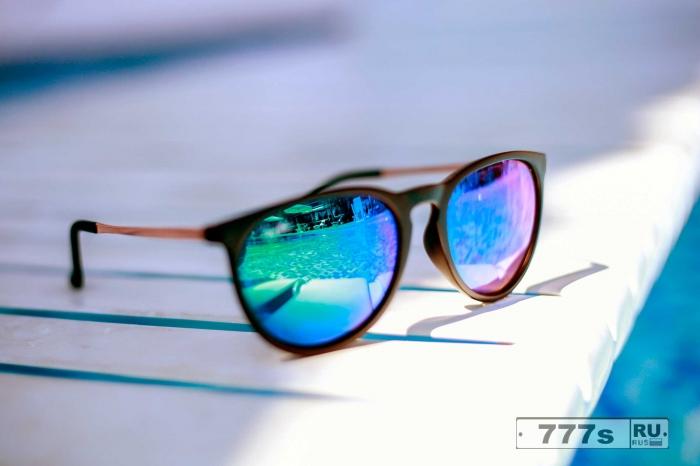 А вот как вы можете удалить досадные царапины на солнцезащитных очках. Ценный совет, да еще летом.