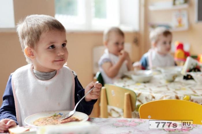 Питание в детских садах Таллина станет бесплатным, как в Хельсинки и Москве
