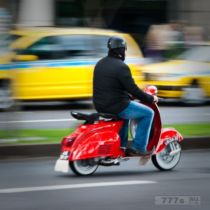 Смогут ли мотоциклы и скутера решить проблемы с пробками на дорогах страны?
