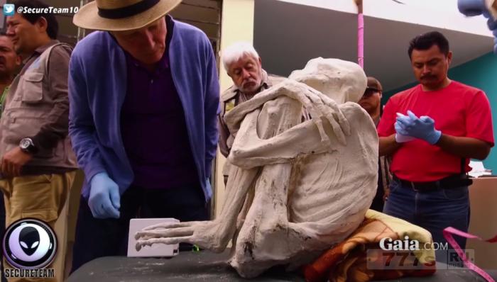 Чокнутые верующие в инопланетян обнаружили мумию инопланетянина недалеко от перуанского города Наска.