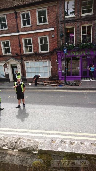 Мужчина, которого сбил двухэтажный автобус, рассказал, что фельдшер не поверил ему.
