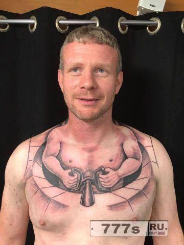 Татуировка у водилы с крошечным человечком, управляющим им из груди была перепосщена миллион раз.