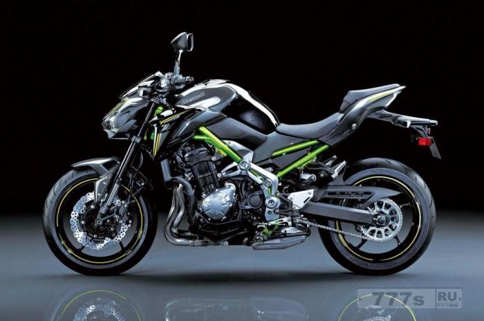 Новый байк Kawasaki Z900 вступает в бой с Triumph Street Triple и Suzuki GSX-S750