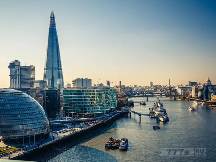 Все десять апартаментов за £50 миллионов в небоскребе «Осколок» стоят пустыми в течение пяти лет потому что богатые покупатели не хотят жить к югу от реки.