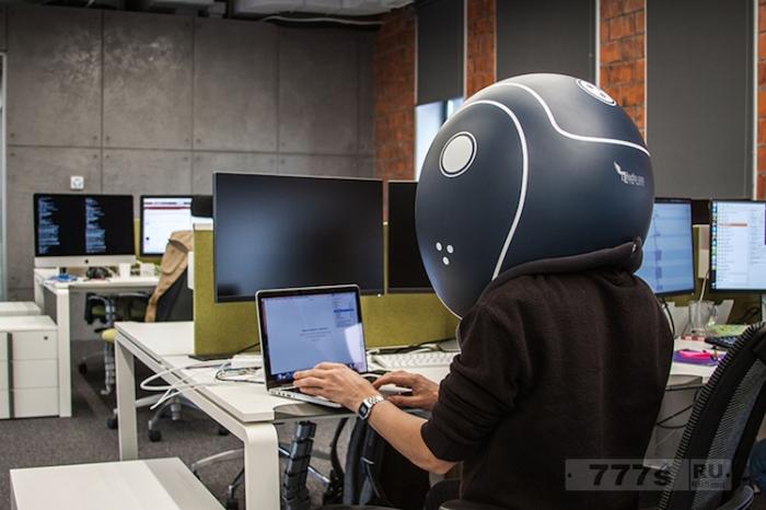 Хотите заблокироваться от раздражающих вас коллег для этого есть уютной изоляционный шлем.