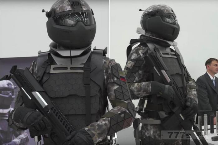 Российские военные показали костюм с экзоскелетом, который будет превращать солдат в штурмовиков.