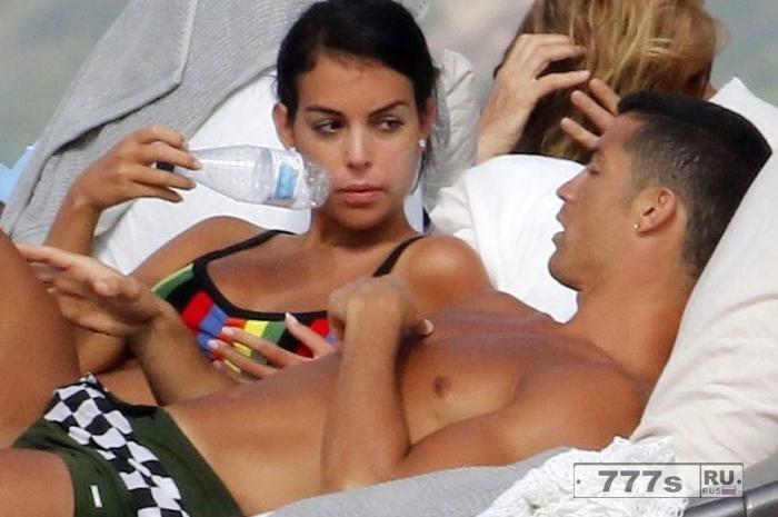 Криштиану Роналду отдыхает с «беременной» подругой Джорджиной Родригес после встречи с новыми близнецами.