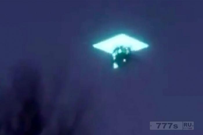 Необъяснимые кадры, показывающие, как «НЛО исчезает внутри другого, а затем оба пропадают», наблюдатели сбиты с толку.