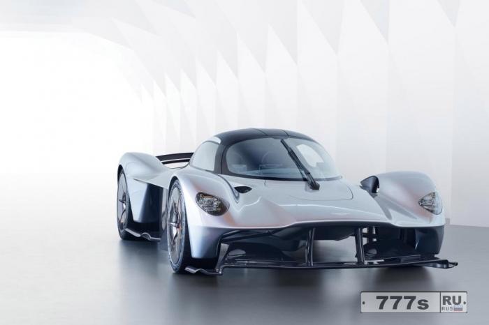 Гиперкар Aston Martin Valkyrie стоимостью 3 миллиона фунтов стерлингов был показан перед запуском 2019 года.