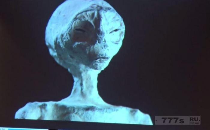 Эксперты НЛО изучают пять странных 1700-летние мумии в Перу, которые больше похожи на рептилий, чем на людей.