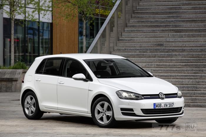 Новый Volkswagen Golf 1.0 TSI может быть дороговат, но он позволяет вам экономить на топливе.