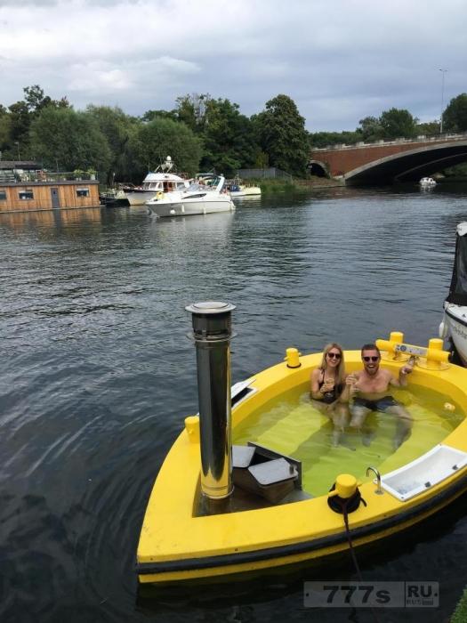 Путешествие по Темзе в супер-лодке HotTug - и это действительно замечательно.