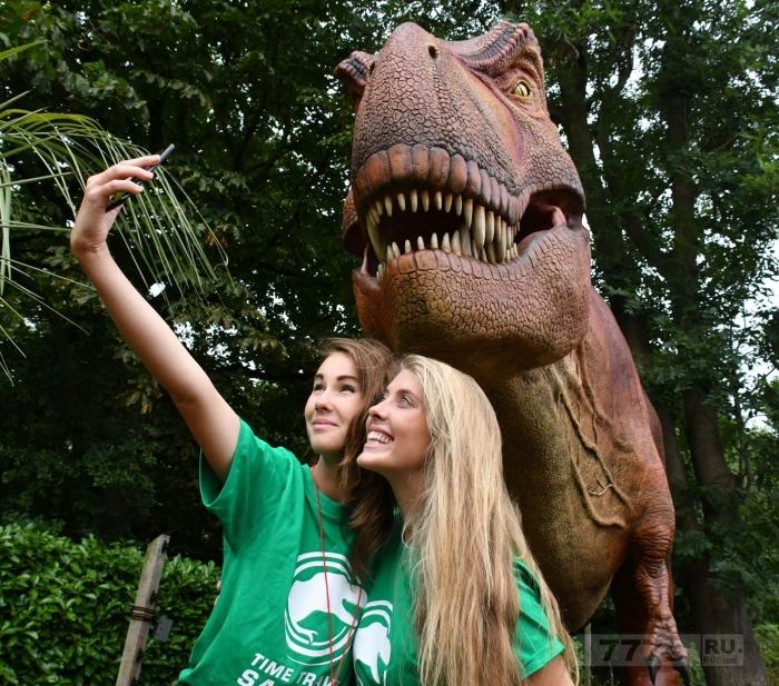 От брахиозавра до тираннозавра могут теперь столкнуться посетители лондонского зоопарка в натуральную величину.