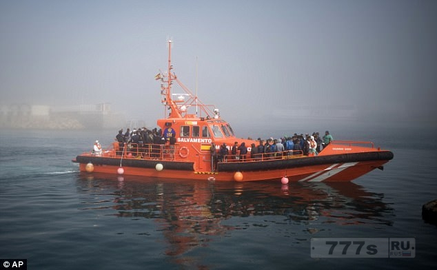 ООН предупреждает о чрезвычайной ситуации с мигрантами приплывающих в Испанию.
