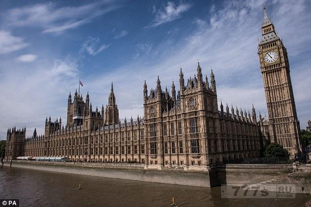 Террористы могут вломиться в парламент через террасу Темзы и убить 100 депутатов в течение пяти минут.
