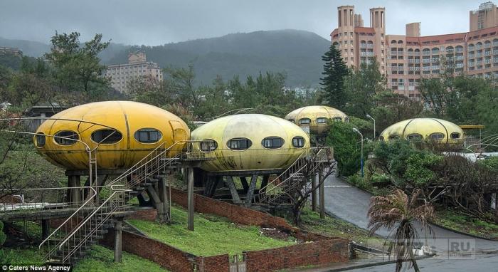 Тайваньская «Деревня НЛО»: сюрреалистическое сообщество, в котором люди жили в космических кораблях - до того, как в 1970-х годах оно было разрушено.