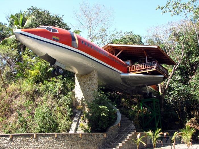 Взгляните на Boeing 727, превращенный в роскошный гостиничный номер в тропическом лесу Коста-Рики.