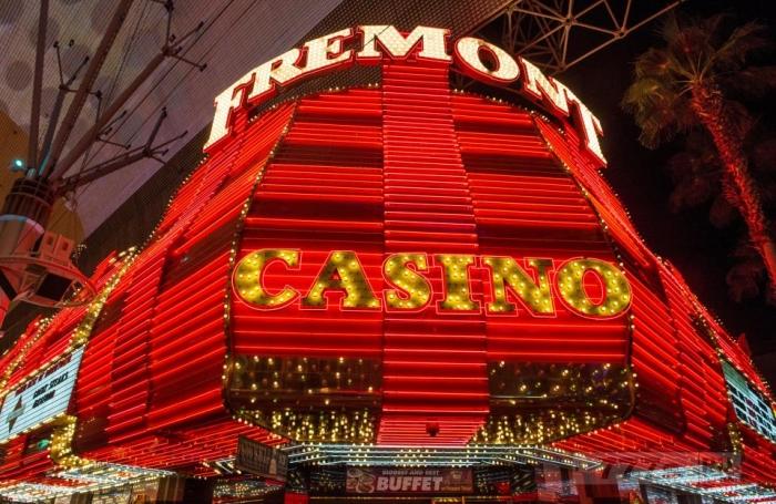 Удачливый игрок выиграл джекпот в $ 7 миллионов после того, как он поставил всего лишь $ 1,5 в игровом автомате.