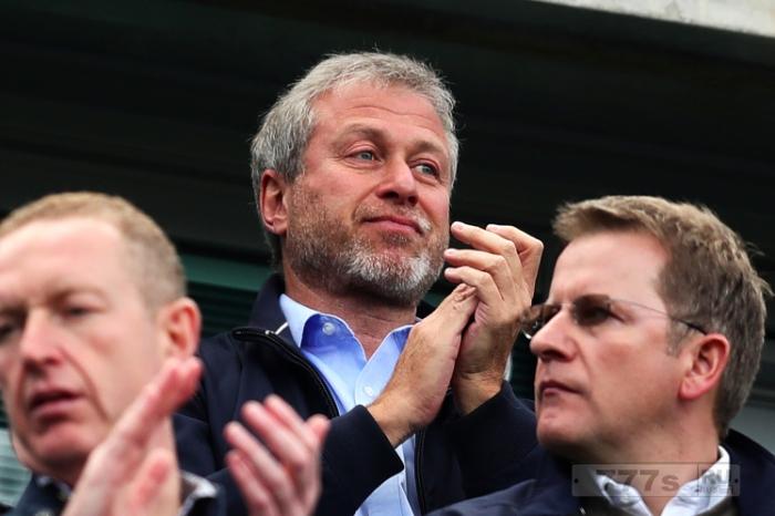 Роман Абрамович может вмешаться и потратить 120 миллионов фунтов стерлингов, чтобы не сорвать сезон Челси.  (слухи)