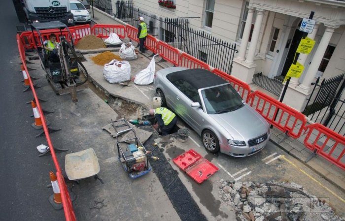 Автолюбитель заплатил 2 000 фунтов стерлингов за парковочные штрафы из-за рабочих.