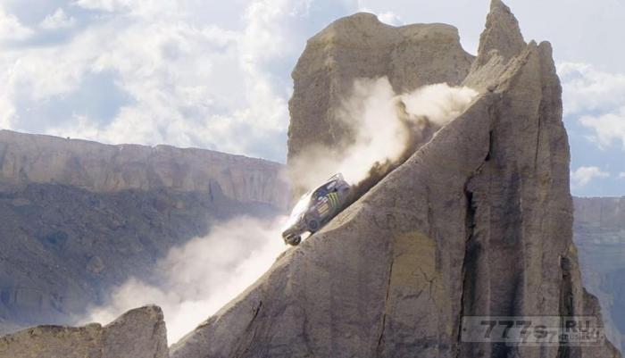 Ken Block отправляется в бездорожье со своим дрейфующим Ford Fiesta.