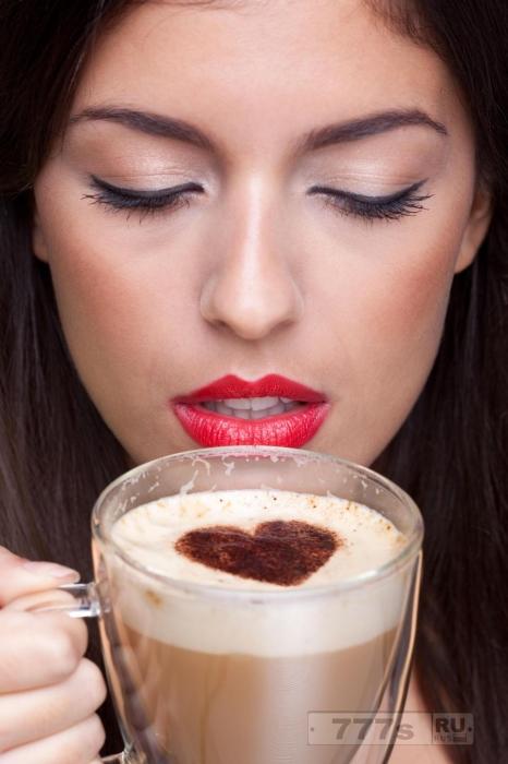 Прием 4-х чашечек кофе ежедневно снижает возможную раннюю смерть более чем на 50%.