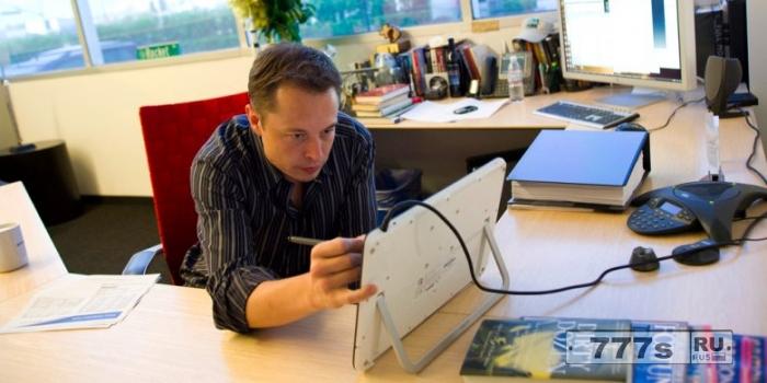 Элон Маск хочет подключить ваш мозг к компьютеру через восемь лет.