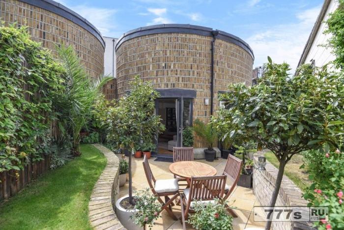 Необычный круглый дом на берегу Темзы продается за 950 тысяч фунтов стерлингов.