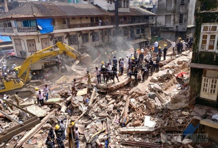 По меньшей мере девять погибших после разрушительного наводнения в Мумбаи.