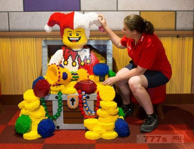 Lego сокращает 1400 рабочих мест из-за падения продаж в Европе и Америке.