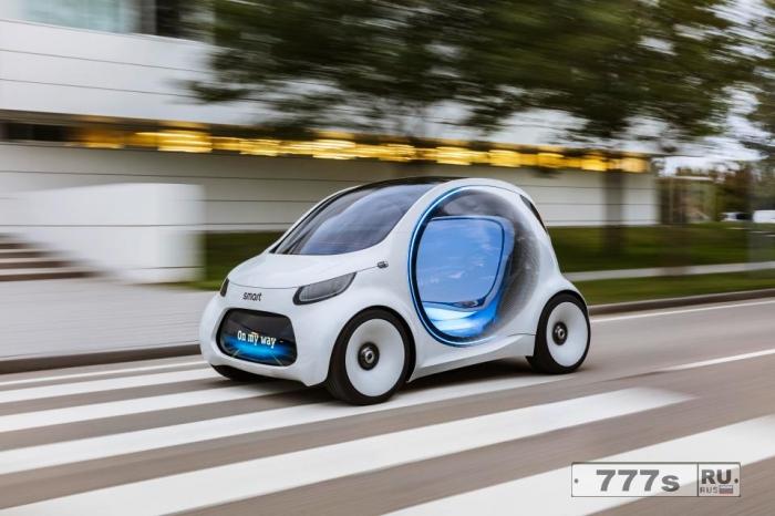 Концептуальный автомобиль Smart Vision EQ имеет 24-дюймовый экран вместо панели приборов и отображает сообщения для других водителей на своем бампере