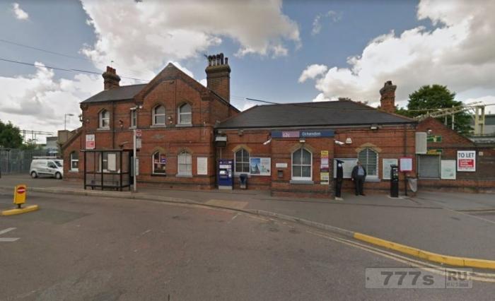 Охранница на вокзале взяла у пьяного пассажира кошелек и вынула оттуда £ 640