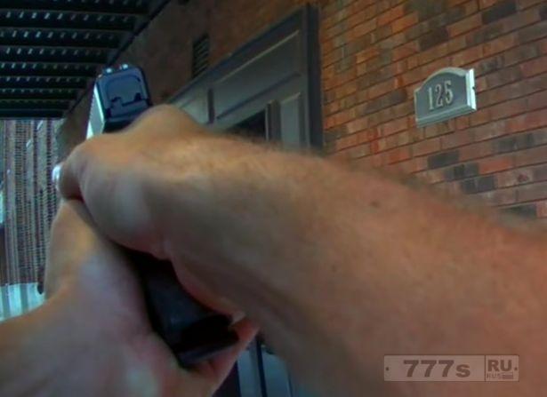 Артиста снимавшегося в сцене ограбления чуть не застрелила полиция.