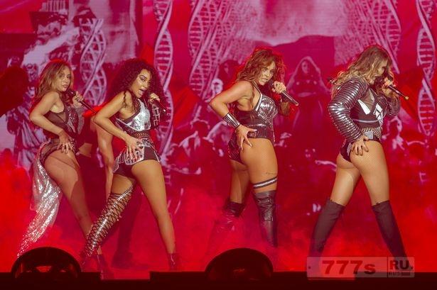 Группа Little Mix примеряет откровенные костюмы европейского этапа своего Glory Days тура.
