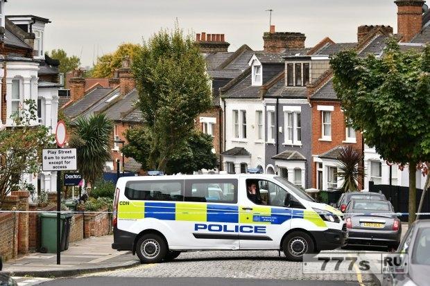 Двое арестованных после того, как мужчину зарезали в Вестминстере бандиты на мопедах.