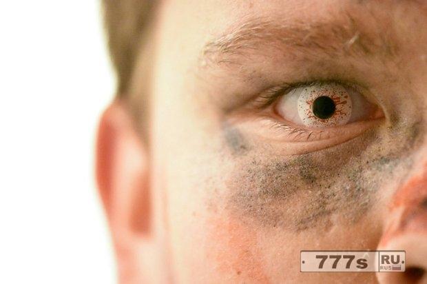 Почему вам не следует носить жуткие контактные линзы на этот Хэллоуин.