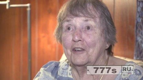Грабитель говорит: «Извините, мэм», потому что он испугался голой 91-летней женщины.