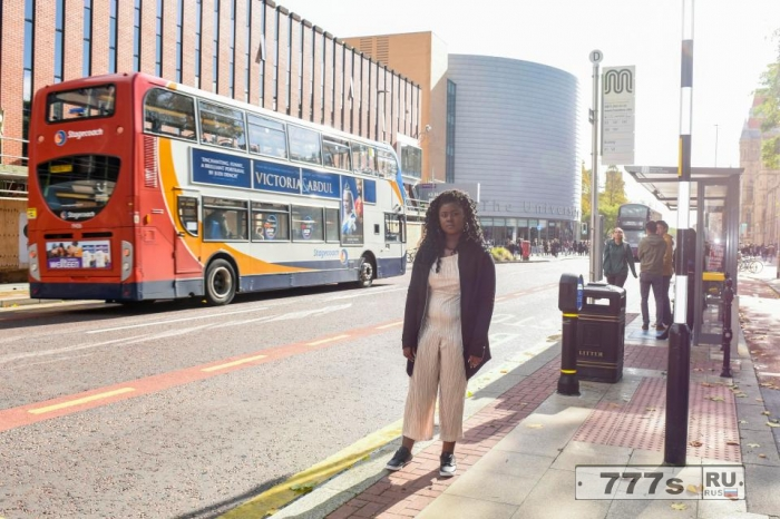 Студентка обвиняет водителя автобуса в расизме после того, как её посадили на место за  1,60 фунта стерлинга.