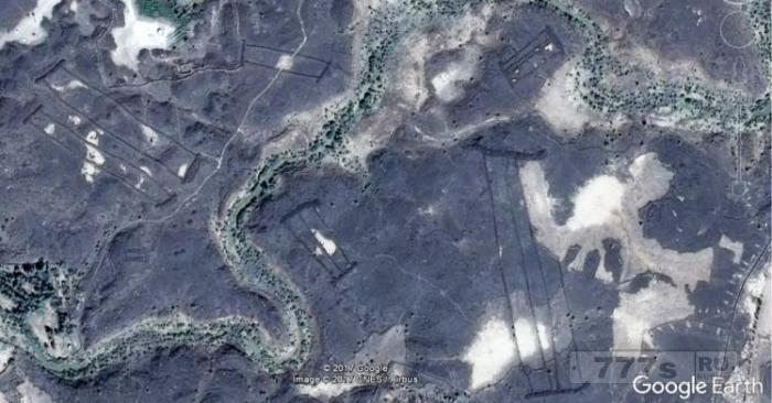 Археолог нашел сотни загадочных, древних каменных сооружений на Google Земля.