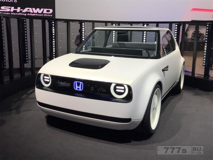 Концепция Honda Sports EV показанная на Токийском автосалоне в качестве электрического двухдверного спортивного автомобиля.