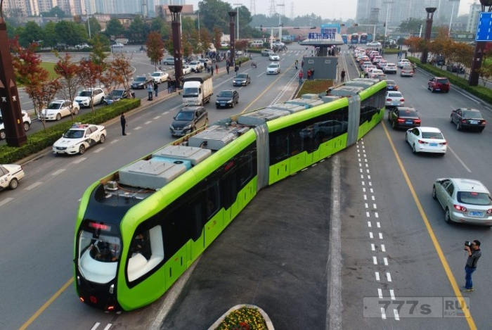 Новый «поезд», которому не нужны рельсы, запущен в КНР.