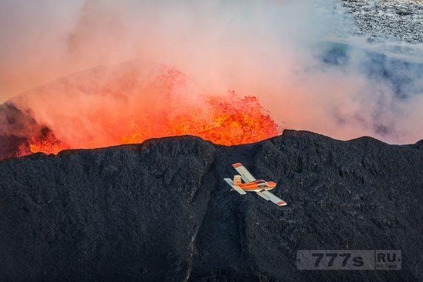 Большой вулкан в Исландии готов взорваться - и эксперты предупреждают, что это может вызвать хаос с полетами самолетов.